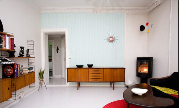 客厅的墙面上装饰的饰品并不是很多,让人感到清新、自然。
