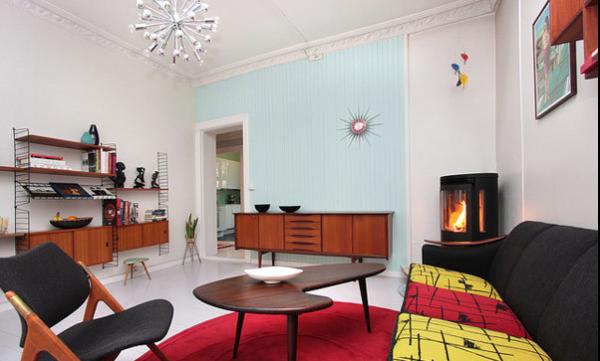 大红色的地毯在这个空间中的那么的耀眼闪亮,提升了客厅的冲击力。