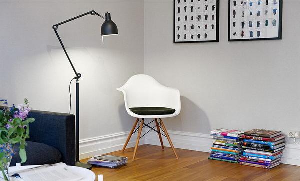 客厅一角的随意放置家具,也显得那么的独特个性。