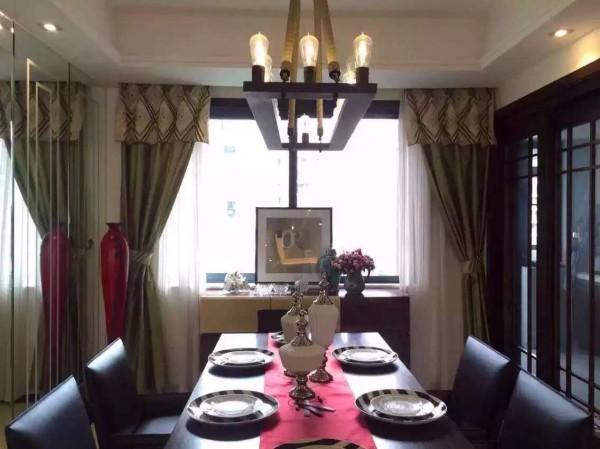 餐厅区域,业之峰装饰公司设计师在设计餐厅,,主要运用现代风格深色餐桌、餐椅、隔断等综合运用让家里又有中国文化氛围而又有时尚感。