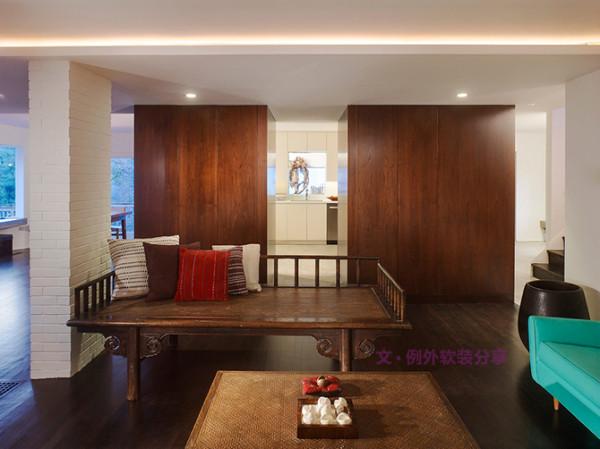 空间中摆放柚木雕刻的柜子,或者手工藤制桌椅东南亚特有的风情就凸显出来了。最朴素的样式、最沉实的材质,带来闲散、静谧、雅致的味道。
