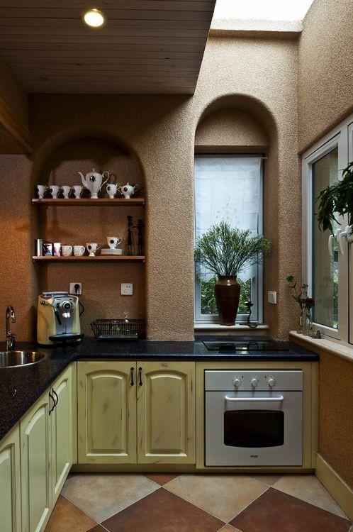 一个拱形窗户就把整个厨房衬托的高大上,磨砂的墙面,复古的橱柜,无一不能体现出主人的高尚品味。
