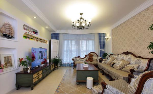 客厅 喜欢淡蓝色的窗幔还有大大的落地窗,沙发墙用的是香槟色壁纸,高大上的样子!