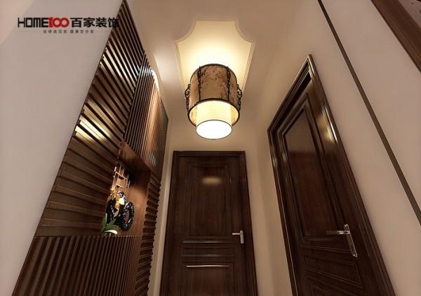 门口的柜子摆设,更多的收纳空间得以体现。
