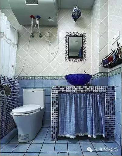 卫生间的洗手台是用砖砌的,这样省下了购买浴室柜的钱,也彰显了简单。