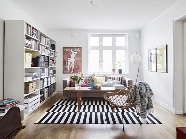 空间给人的感觉干净明朗,绝无杂乱之感。此外,白、黑、棕、灰和淡蓝等颜色都是北欧风格装饰中常使用到的设计风格。