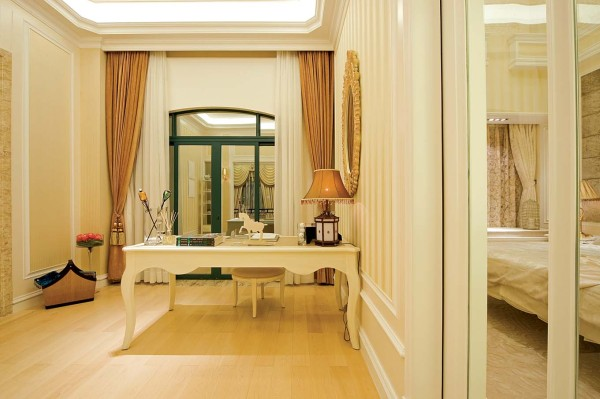 书房的设计整体也是很有设计感的,白色的护墙板让整个空间的感觉时尚、大气。