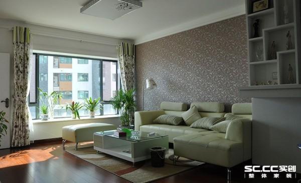 客厅以田园风格为主,以象牙白为主色调,以苹果淡绿为主白色为辅。相对比拥有淡淡的田园气息,清新淡雅、简单大方,繁琐工作后回家如回归自然一般放松自然。