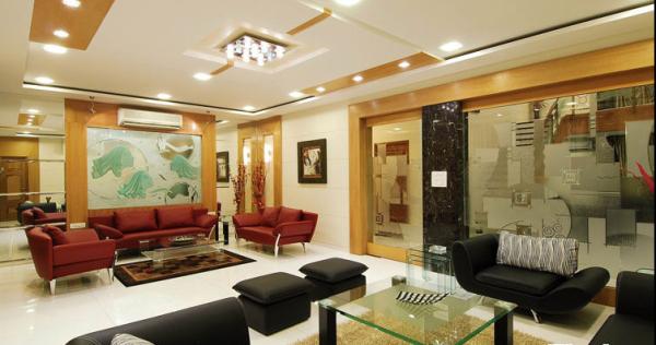 黄红相间的搭配是印度风格中常用的设计。