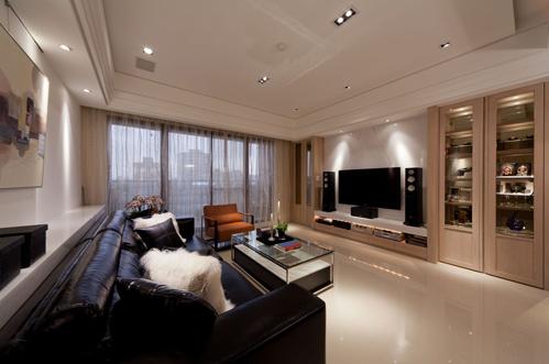 电视主墙 古典元素中的对称,在电视主墙面做出对称性的高柜,一者为展示使用另一者则隐藏住主卧入口门片存在
