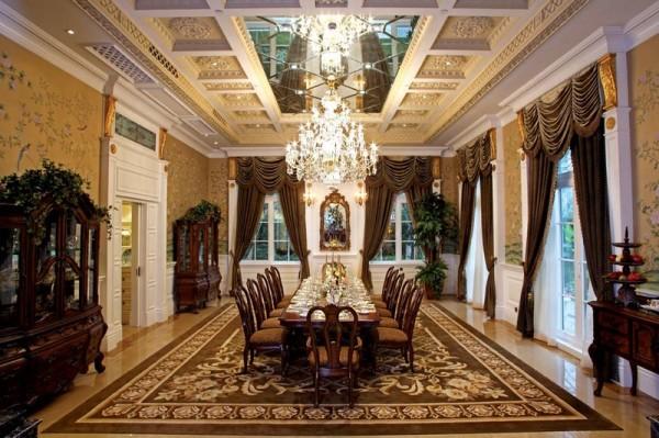 餐厅:餐厅以明快为主,配以繁饰的餐桌配饰桌旗,与简单硬装造型形成鲜明对比。