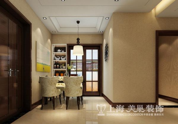 昌建誉峰2室2厅新中式风格样板间装修效果图---延续客厅的吊顶,层次分明的酒柜,为整个空间添一抹颜色的挂画都是整个餐厅空间的核心。