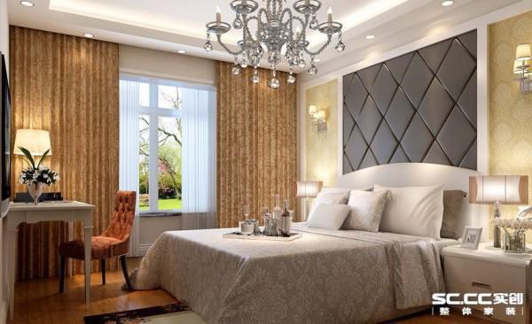 卧室面积比较大,采用大气的软包非常贵气,地板颜色和桌椅、窗帘等相呼应,整体大气简洁