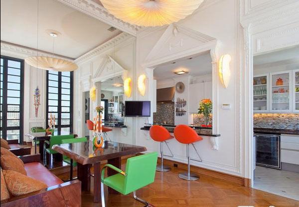 餐厅和厨房采用开放式的设计,节省了空间,也方便了生活。