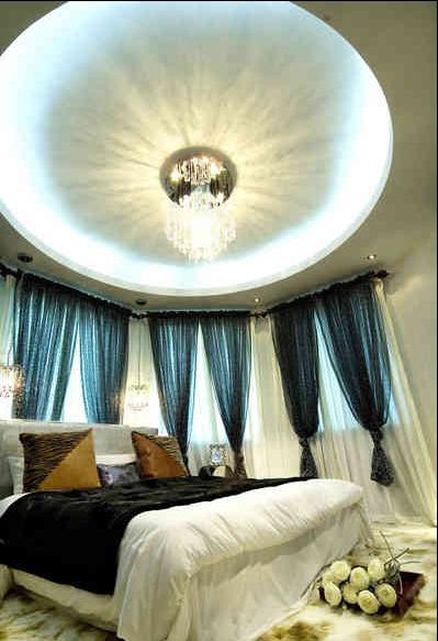 .屋顶的灯池让卧室变得华丽妩媚