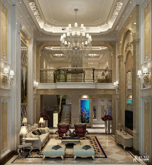 欧式客厅顶部喜用大型灯池,并用华丽的枝形吊灯营造气氛。门窗上半部多做成圆弧形,并用带有花纹的石膏线勾边。入厅口处多竖起两根豪华的罗马柱