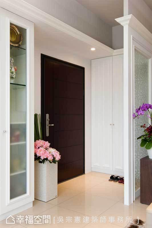 紧守预算,鞋柜使用系统柜再另行加工美化线条,视线从一进门就能感受到美式休闲风格的主调。