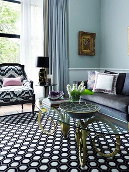 蜂巢图案 蜂巢的外观是很多设计灵感的来源,无数个黑白六边形拼接在一起形成一个非常前卫和现代化的图案,是整个客厅空间中极具活力的一个元素。