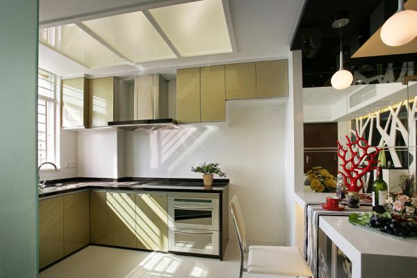 厨房设计简单实用,厨房和餐厅连成一体,方便使用。