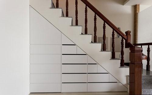 大量抽屉几乎能提供一间独立储藏室的收纳量。
