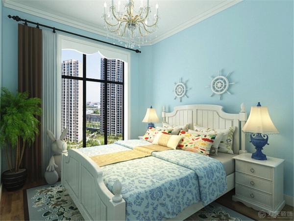 在主次卧这种私密空间里,采用的是实木复合地板,此类型地板在脚感和价格上性价比都是比较高的,并且花纹选择上比较丰富。