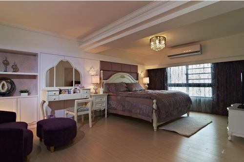 端景处镜面柜体的设计,间接放大室内空间。