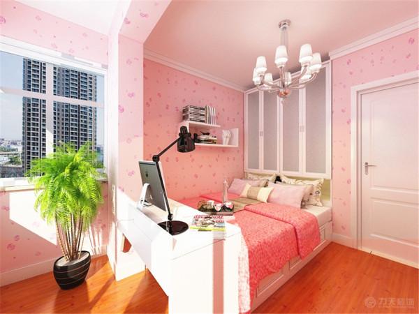 次卧室是女儿房,所以我们采用粉色系进行装饰打造一间公主房,还有因为这个卧室多了一个阳台,我们在保留阳台的情况下考虑到这个房间很小,综上所述我们决定用用榻榻米,这样既有了储物空间又能满足人的居住