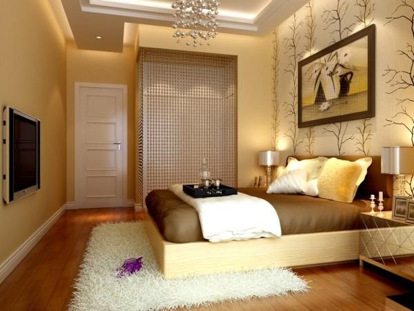 软包床头加上背景墙壁纸 卧室更佳温馨