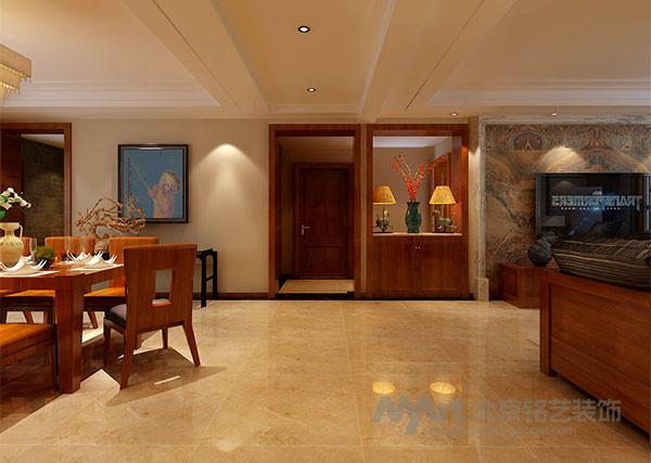 点点朱红与沙发背后的油画相应成趣,与沉稳大气的家具形成鲜明对比,犹如一缕春风,增添了不少浪漫的雅致。