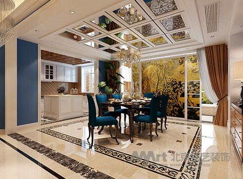 餐厅顶面大量的运用镜面设计,提升空间亮度的同时又拉近了空间的尺度,餐桌、开放式厨房相互辉映,让传统欧式布局不再沉闷,同时蓝色的布艺与黄色彩玻的对比,大胆的色差让空间散发奢华光芒。