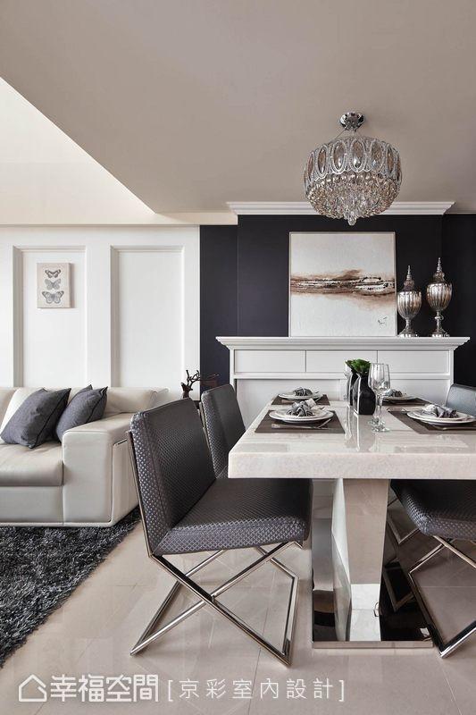 京彩设计在小坪数空间中,透过简化的古典线条,舍弃繁复拥挤的线性堆栈,以黑白的对比力度创造屋主期盼的典雅宁静氛围。