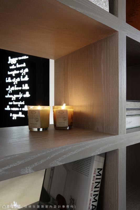 藉由柜体上物品与摆设的变化,打造空间里的大型艺术装置。