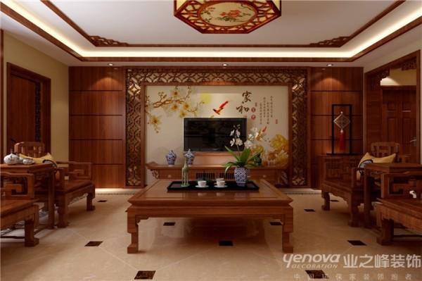 设计师首先从满足基本居住的前提下手,把客厅靠南面的部分隔成了一个老人房,使得老人可以居住在光线比较充足的空间里。