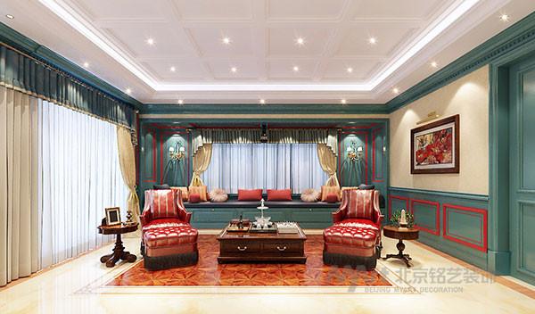 美式古典家居,表现文化,艺术,自然和财富,浅黄色典雅,暖褐色的贵气,金色的华丽,通过墙面、皮质沙发、吊顶线条散发出一丝优雅的韵味。