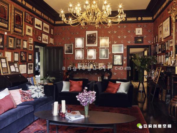 简约古朴的餐厅设计,图案的瓷砖拼接的地砖,韵味十足。