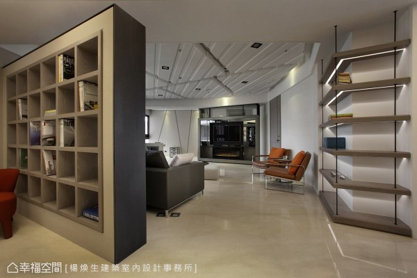 无法隐藏的结构柱体切角,杨焕生设计以造型书墙与光沟完美收边。