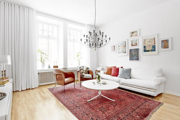 在白色系的空间中通过局部的色彩点缀来改变居室。不管是为应和自己的心情,还是四季的变化,总之生活因它而表现出了别样的韵味。白色系的空间几乎可以包容任何色彩,好像一张白纸,供你随意挥洒。