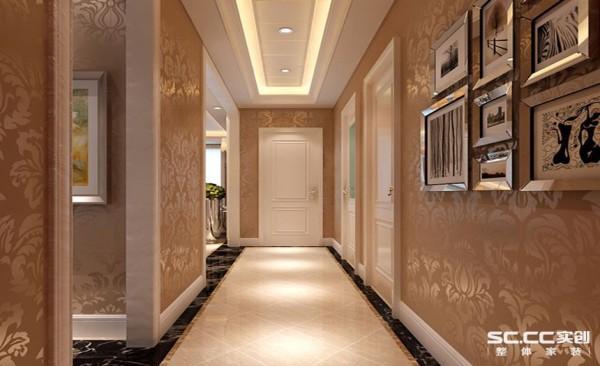 进门将鞋帽柜和干湿区域合理分区,通过壁纸增加空间层次感。