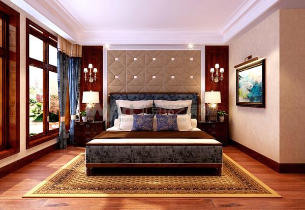 主卧床头柜的硬包设计,简约精致不失欧式宫廷风范,整套欧式床柜,典雅而高贵,具有很强的文化韵味和历史内涵