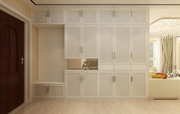 走廊:整面墙的衣帽柜不仅满足平时的使用,而且还可以容纳不常用的日杂。