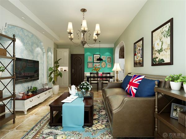 沙发背景墙挂上简单的挂画,和背景墙统一又不会显得凌乱