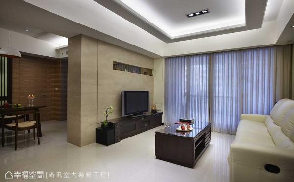 施以沟缝为层次的电视主墙面,叙以大理石质感略添奢华感受。