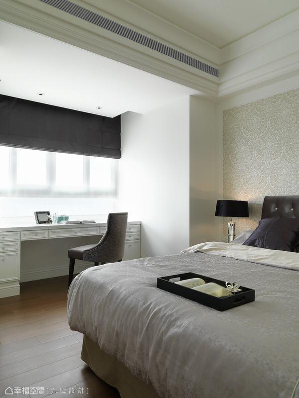 素雅壁纸铺述而成的氛围情境,保留最佳的采光面向作为书桌安排。