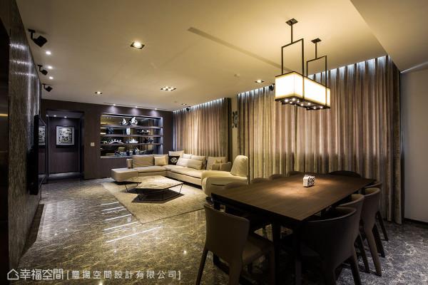 客、餐厅区串接而起的开放式空间,以连续性的宽阔,打造款客时的大器与内敛奢华。