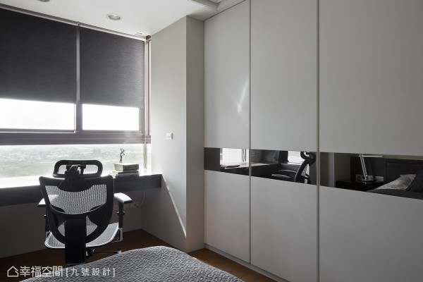 充分理解梁柱系统的房型缺憾,结合大面量体的衣柜收纳,创造出优化的坪效利用。