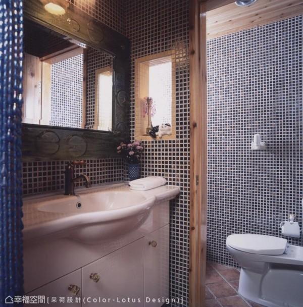 明亮宽适的卫浴规划,以马赛克拼砖柔和了梳洗方便时的自在氛围。