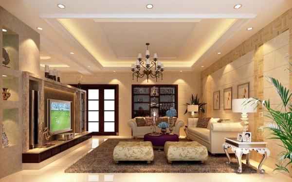 二楼小客厅,以铸铜、镀金、镀银、镶大理石等欧洲宫廷家具常用的制作手法来装饰美化。正是对材料的考究,才让眼前的这些欧式家具更加具有原汁原味的传统与奢华风格。