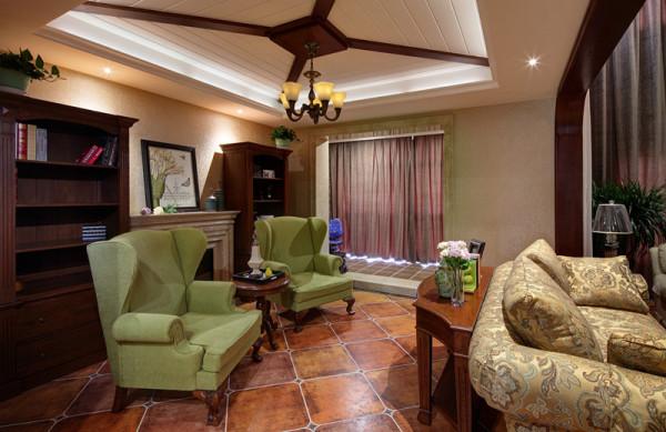 美式乡村风格主要起源于十八世纪各地拓荒者居住的房子, 具有刻苦创新的开垦精神,色彩及造型较为含蓄保守,以舒适机能为导向,兼具古典的造型与现代的线条、人体工学与装饰艺术的家具风格,