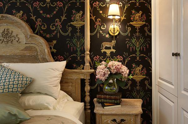 卧室床头柜及装饰品