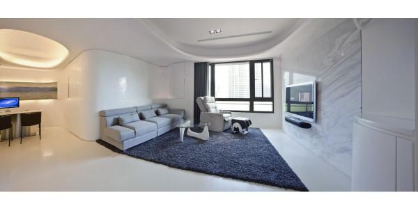 以白色为基调融入曲线设计,沙发背墙涂上白色马来漆,呈现出如艺术雕塑品般的质感。